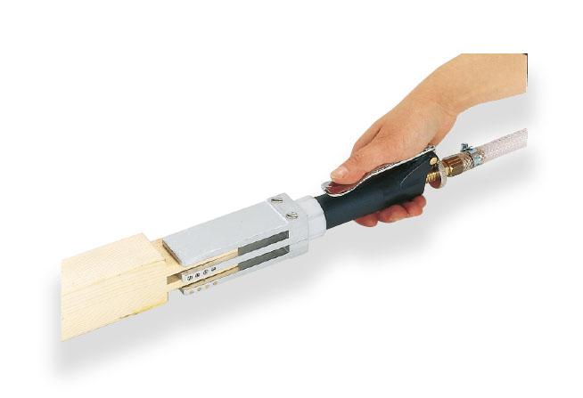 Tryska pro čepový spoj trojitá, s nanášením na 4 strany